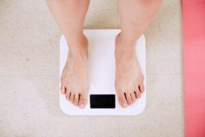 気付かずついしちゃってない?おこもり太りにつながるNG習慣と対策